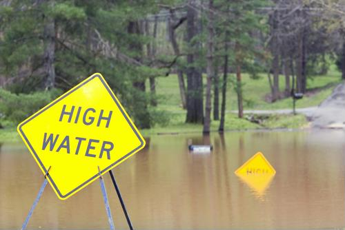 6 flood safety tips for truckers
