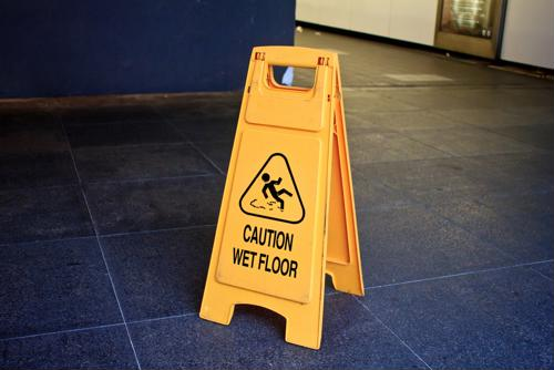 6 things that pose a slip-and-fall risk in your warehouse